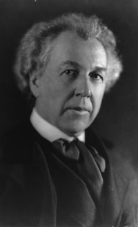 Black and white photo of Frank Lloyd Wright for the Frank Lloyd Wright Collection globes page