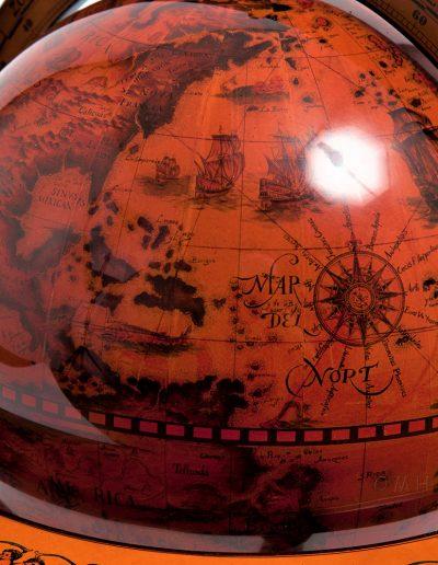Product photo of the 4-legged nautical table globe - close-up