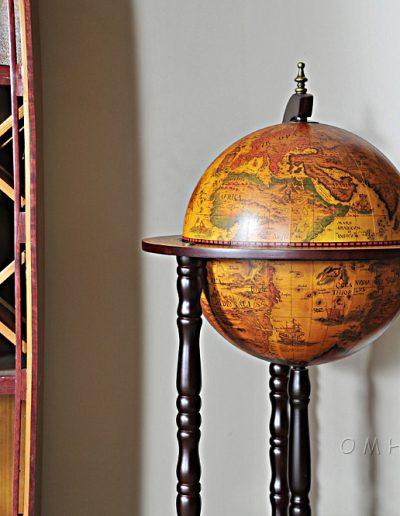 Studio photo of the Old World bar globe on wheels - closed