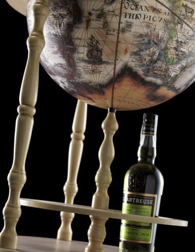 Studio photo of the ivory white globe bar Tucano