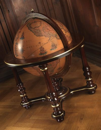 Studio photo of the Grand Throne Room extra large globe bar Afrodite - closed