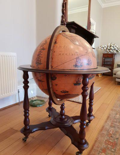 Customer photo of the Majestic Achille bar globe