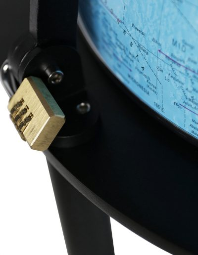 Product photo of the Empire | Illuminated Bar Globe - lock closeup